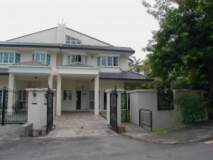 Semi-D House near Sixth Ave MRT for rent