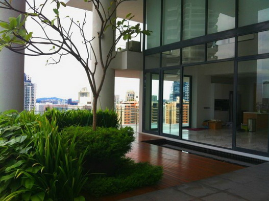 Skypark @ Somerset Luxury Living in the center of town. St Thomas Walk