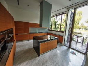 Ocean Drive Sentosa Bungalow for rent - Modern open spaced Kitchen
