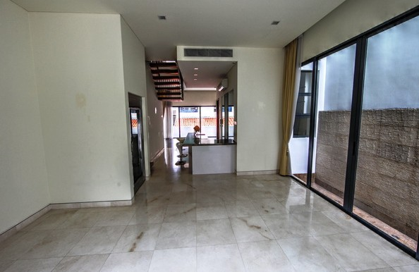 New Bukit Timah 7 Bedroom Terrace House for Rent, with Lift, near MRT.