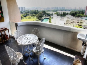 Penthouse sale at Lakepoint Condo. 4Bedroom. Large Rooms Unblocked View