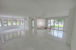 Semi D. renovated, 4 bedrooms for rent